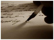penna che scrive sul foglio